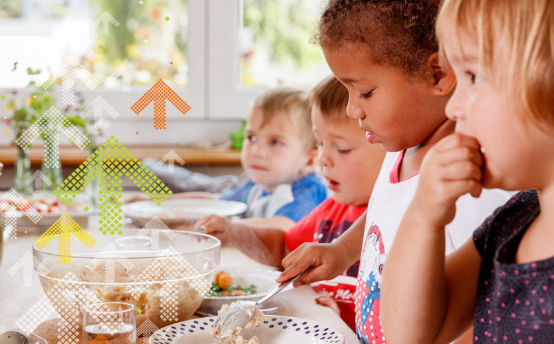 Kinder Essen schöpfen