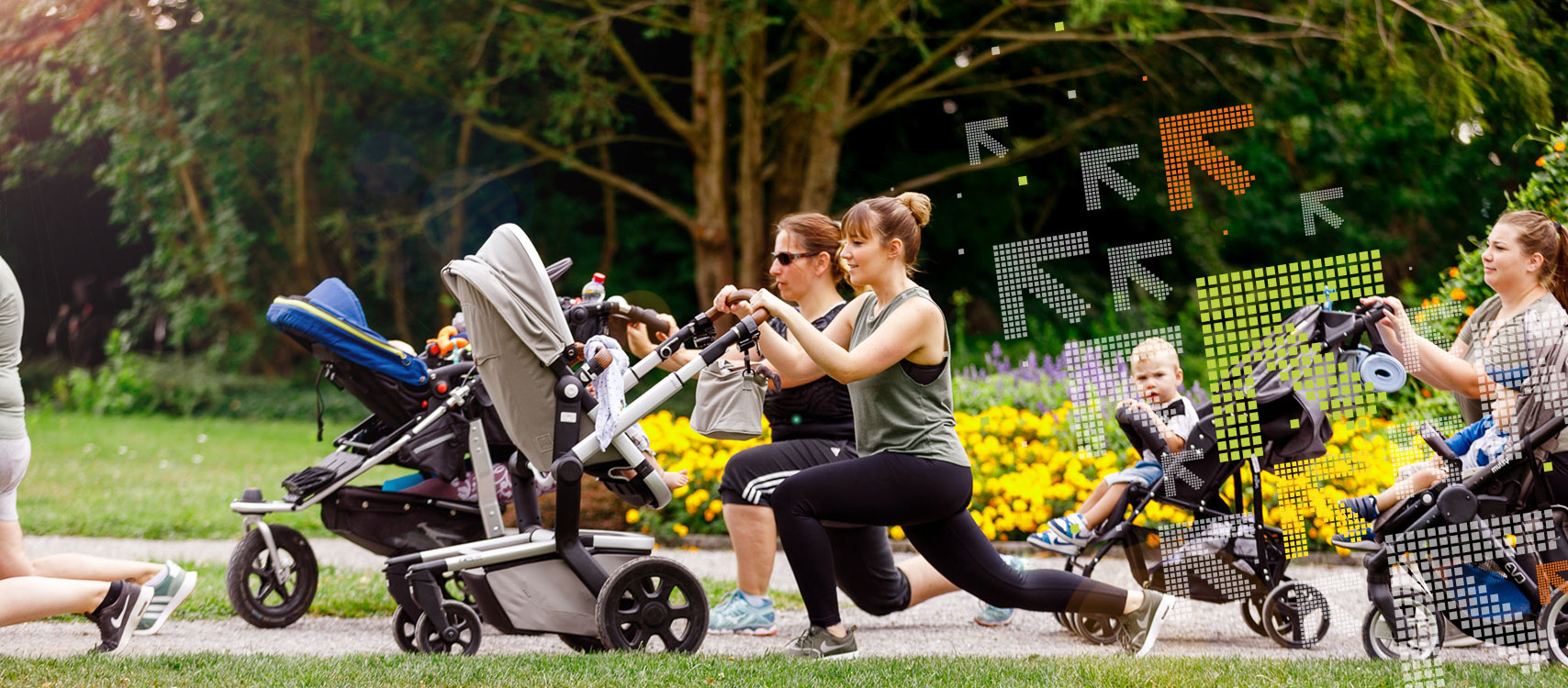 Buggyfit Frauen schieben den Kinderwagen und machen Fitness