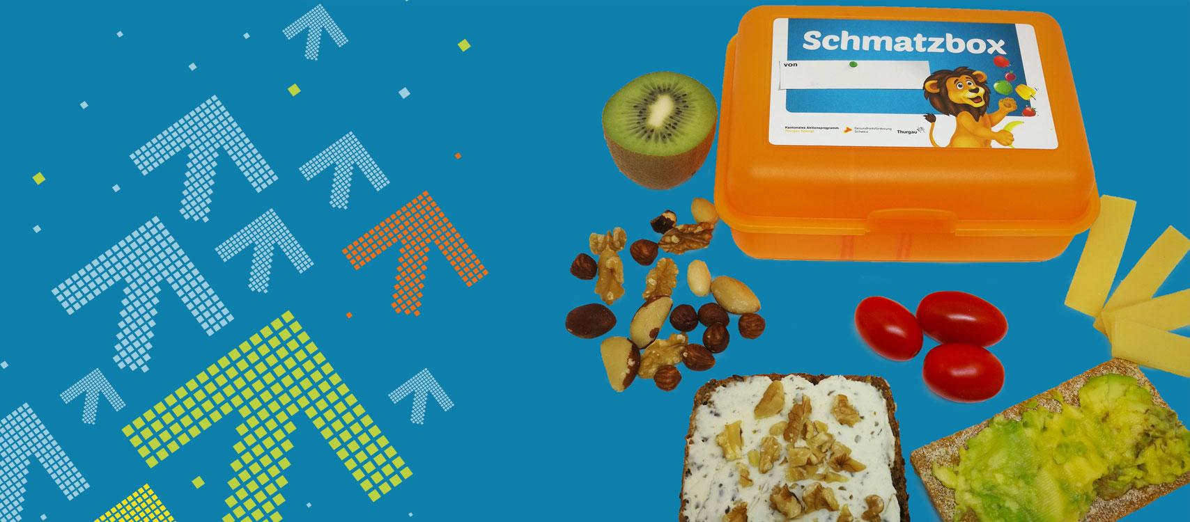 Eine Znünibox mit verschiedenen Znüniideen (Kiwi, Vollkornbrot mit Frischkäse, Nüsse etc.)