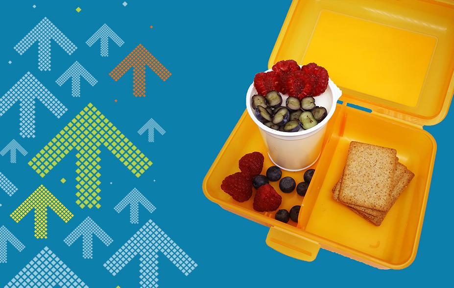 April - Ihr saisonales Znüni mit Vollkornkräckern, Heidelbeeren, Himbeeren und Natur-Joghurt